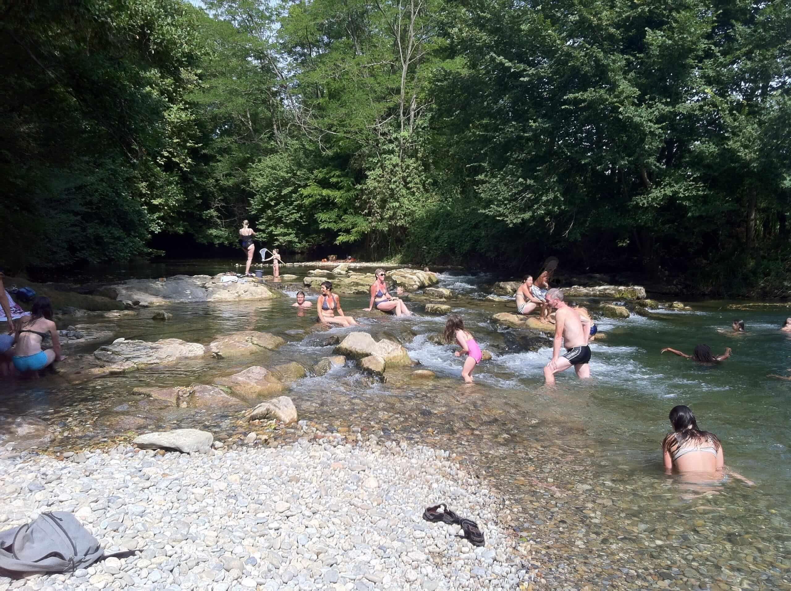 A proximité du Camping de La Besse: la rivière de l'Hers